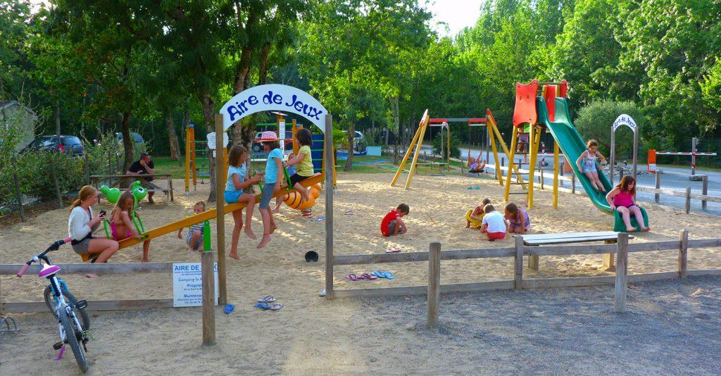 Camping la Maurie aire de jeux enfants