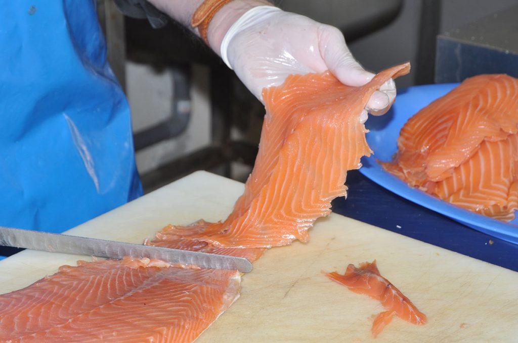 Au fumoir d'Annie, saumon coupé main