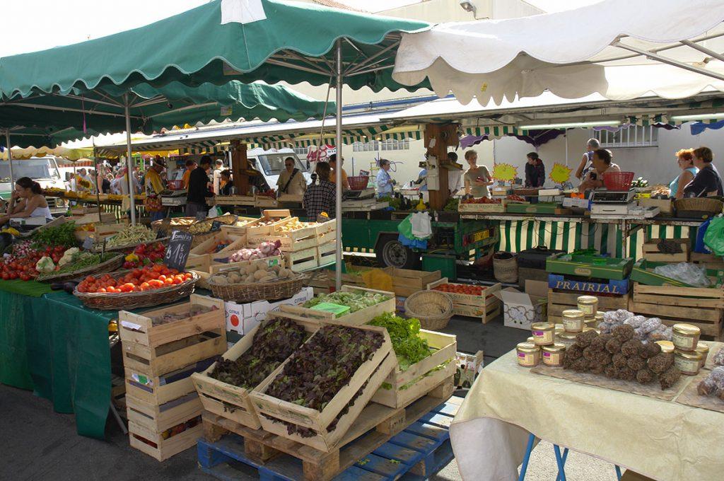 La Cotinière marché rue commerçante