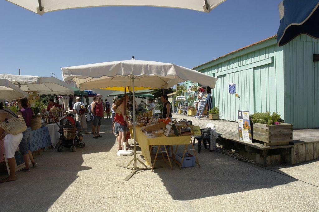 Marché de producteurs et artisans au Port des Salines, Oléron