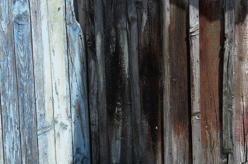 Fort Royer, cabane peinte avec les restes de peintures
