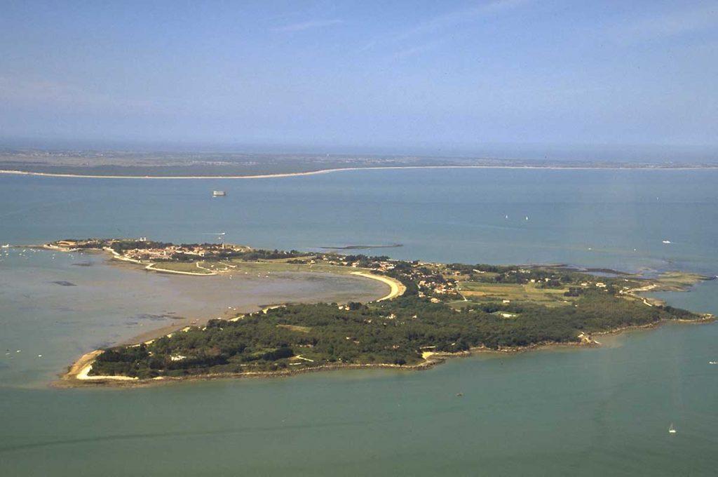 Ile d'Aix, fort Boyard et au loin l'île d'Oléron