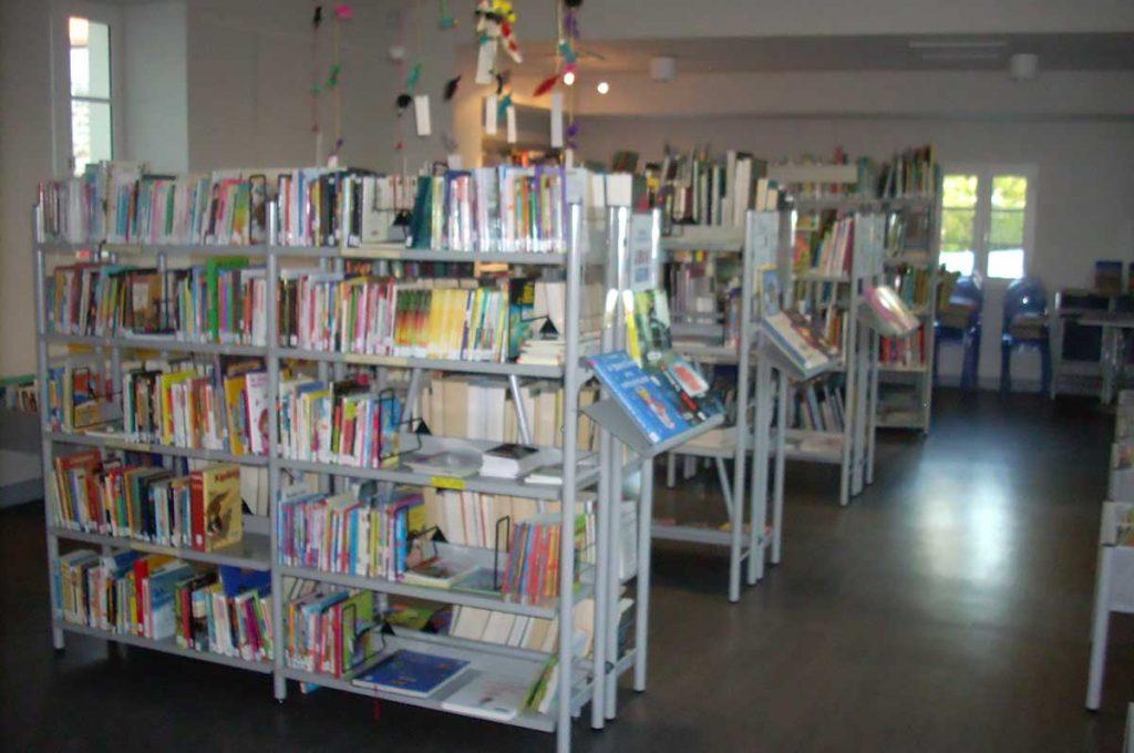 Médiathèque St Denis, romans, bandes dessinées, revues