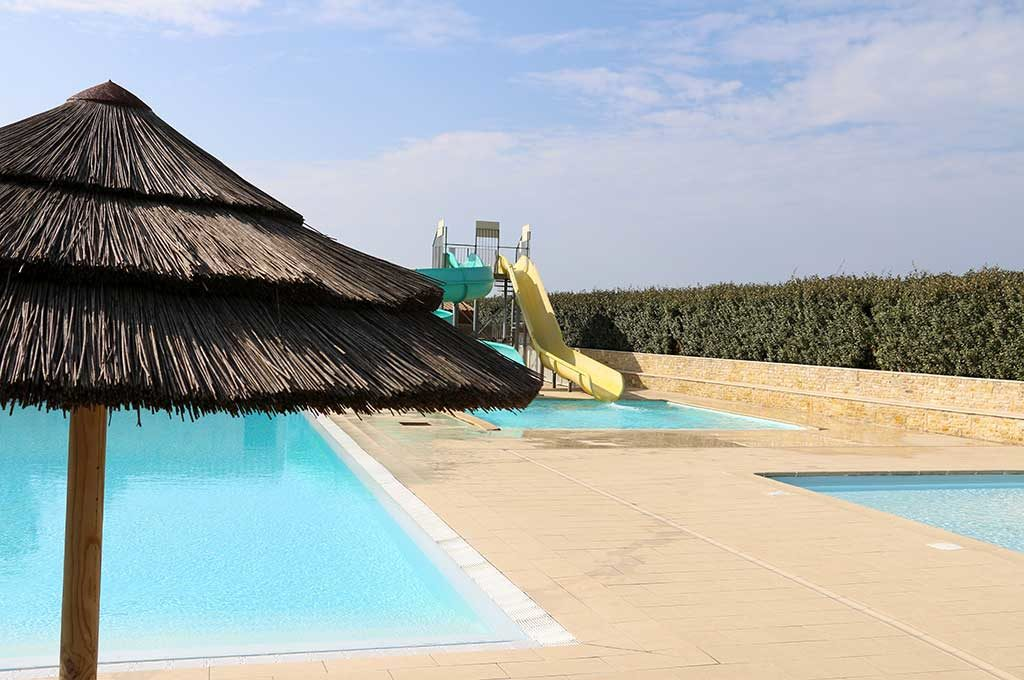 Camping les Oliviers à Oléron, piscine et toboggan