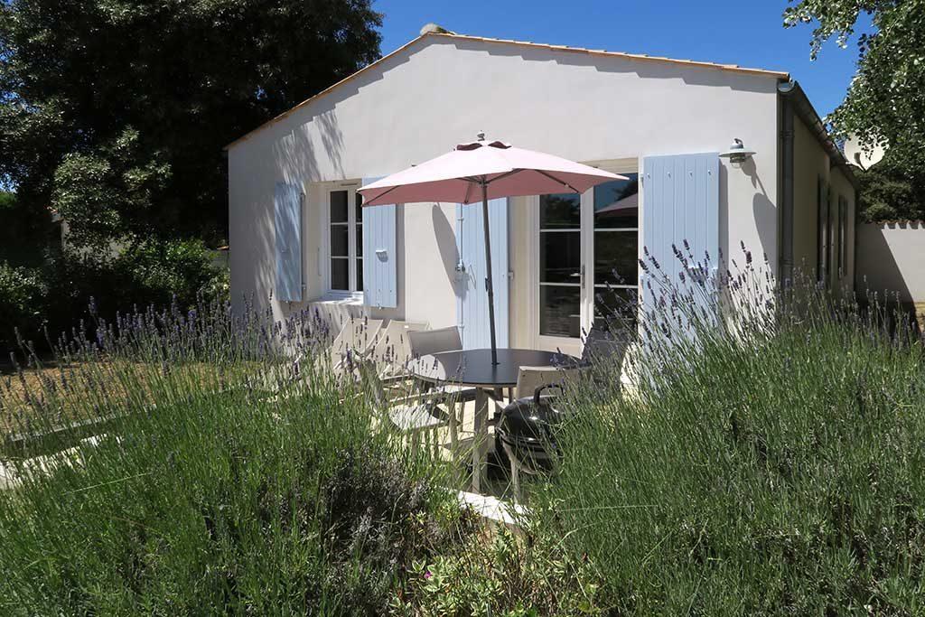 Location Hervé, la Trémière, jardin 2