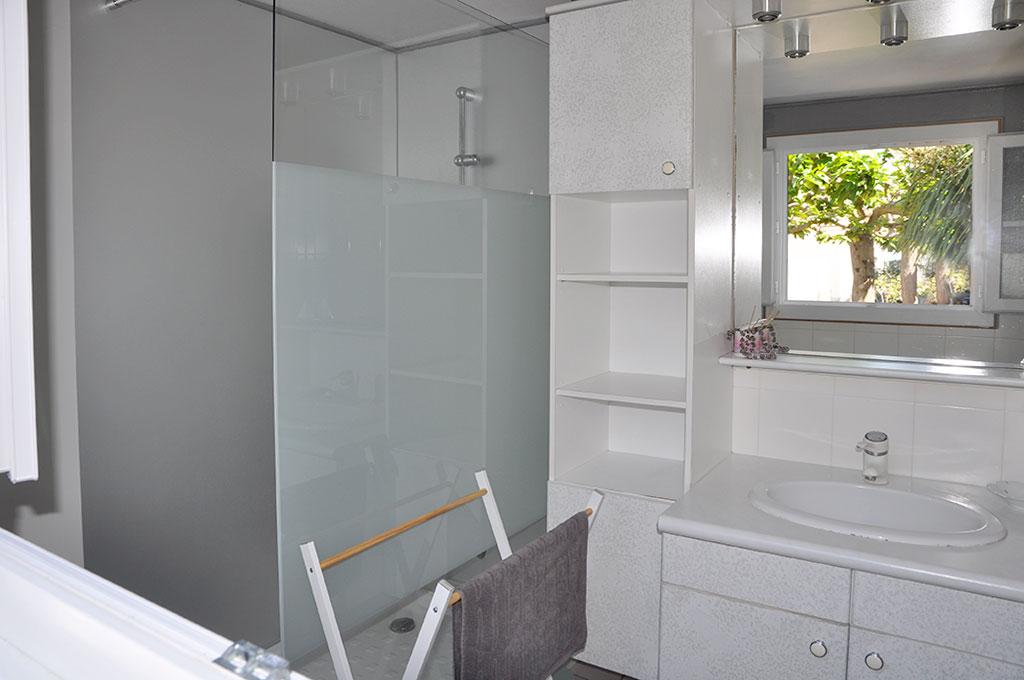 Location 2 Bouyer, Oléron, salle d'eau