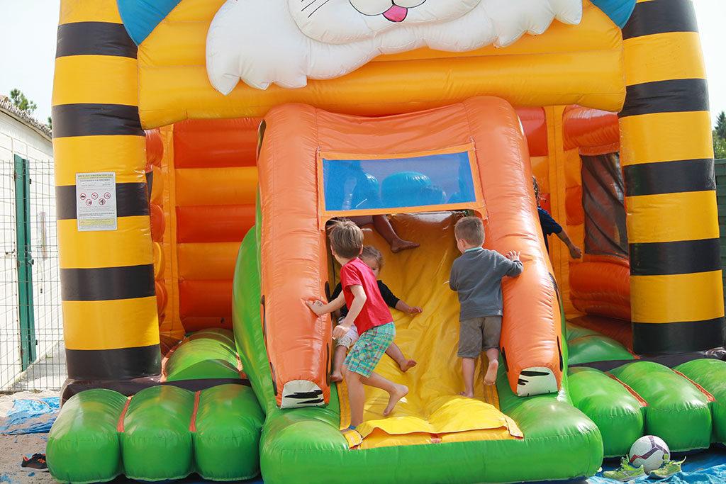Camping les Sables Vignier, jeux gonflables, île d'Oléron