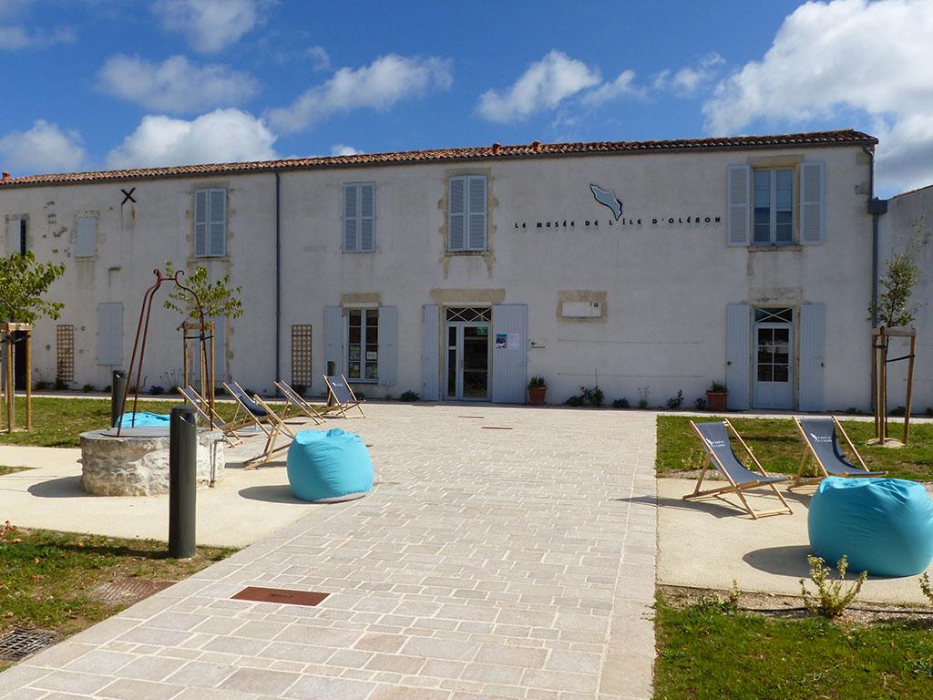 Musée de l'île d'Oléron, entrée et jardin