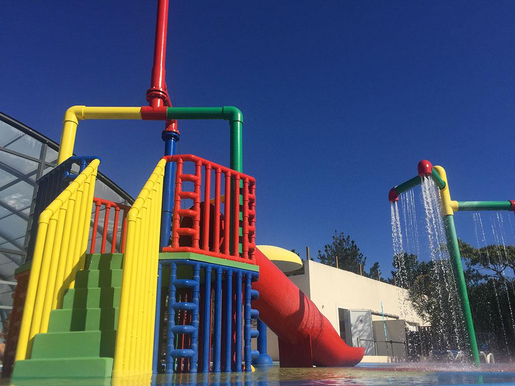 Parc aquatique, jeux enfants, splash zone