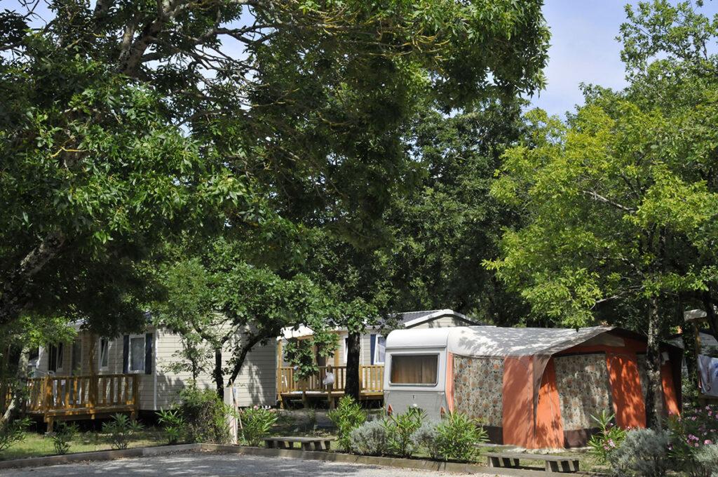 Emplacements ombragés, caravanes, tentes ou camping-cars