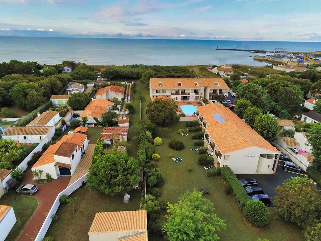 Photo aérienne de l'hôtel face à la mer